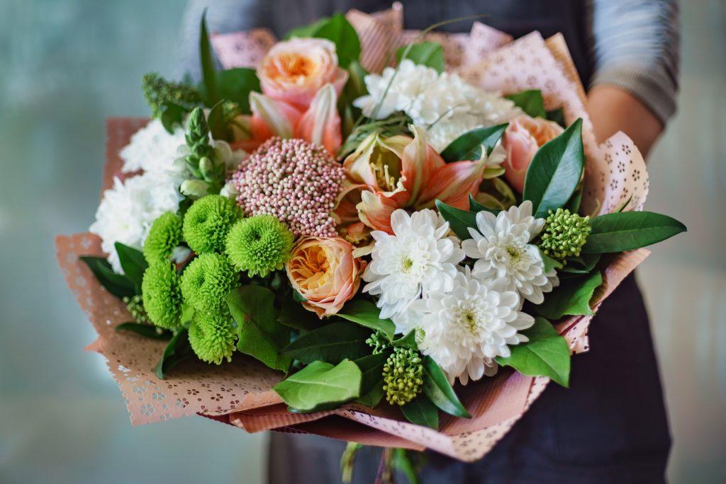 Über einen bunten und duftenden Blumenstrauß freut sich doch jeder