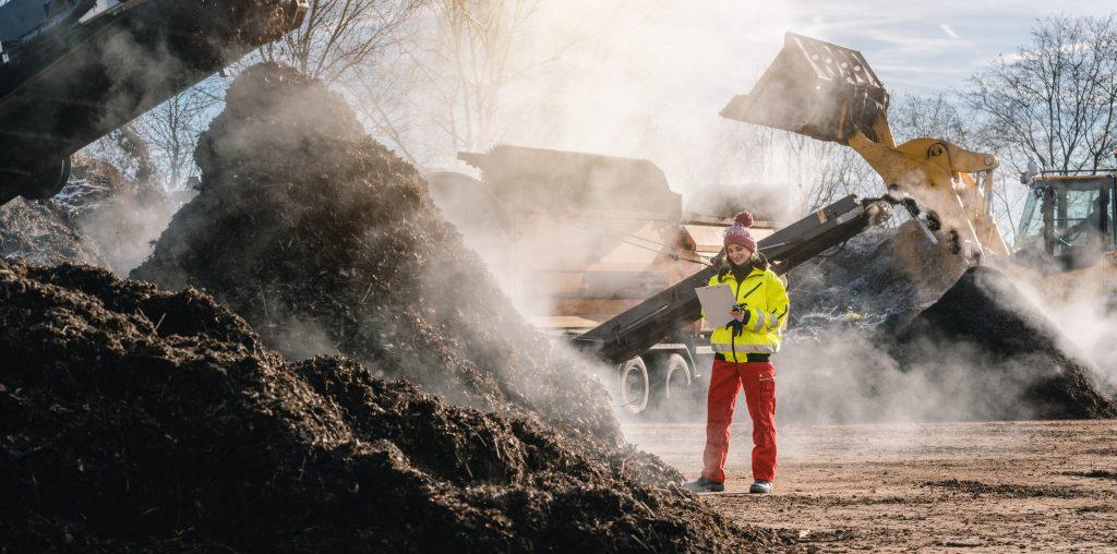 Der Inhalt der Biotonnen landet auf einer Kompost-Anlage