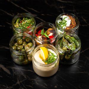 Alicante Box: Hummus Oliven Higos al horno Pimientos Falafel Taboulė