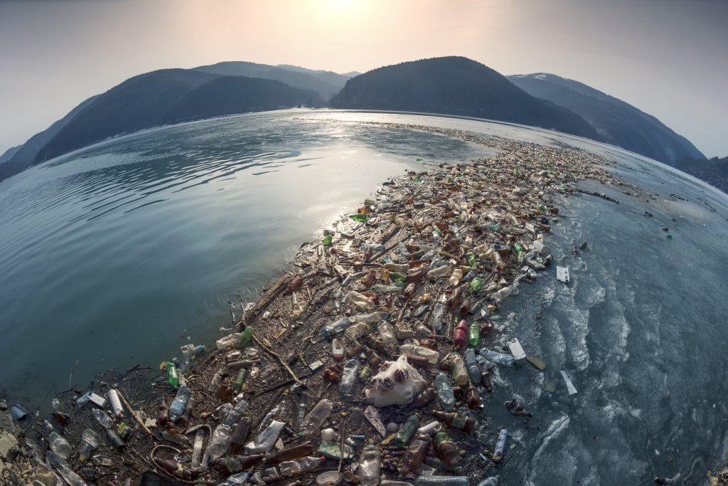 Wilder Müll wird durch die Strömungen oft an eine Stelle gespült, an der sich dann Mengen davon sammeln